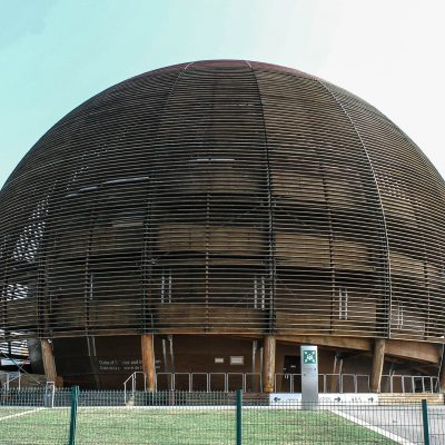 Learn in Geneva:</br> CERN's Globe exhibition – Universe of Particles